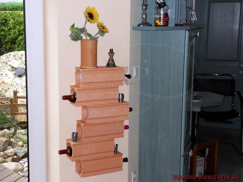 Weintonroehren an einer Wand befestigt