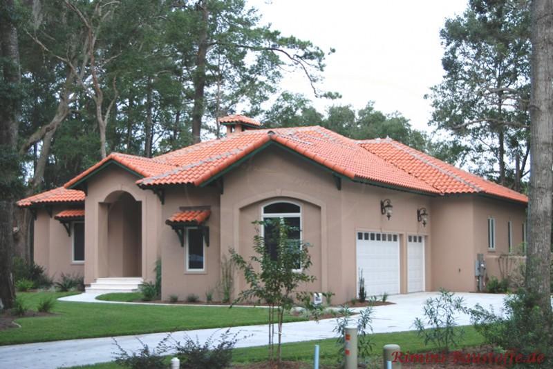 Anwesen in mediterranem Stil mit schönen hellen Dachziegeln im südlichem Stil