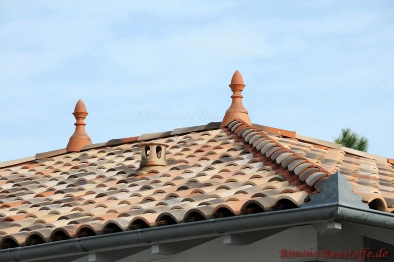Zierspitzen sind im Süden typisch als Dachschmuck