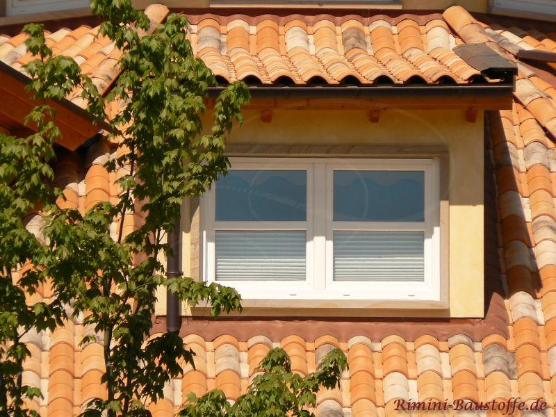Minigaube mit mediterranen Dachziegeln