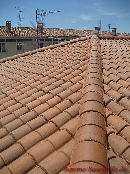Romanische Tondachziegel in braunem Farbton