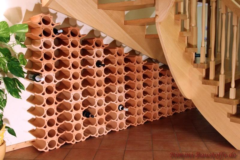 Sehr schöne Weinsteine unter einer Trepper platziert