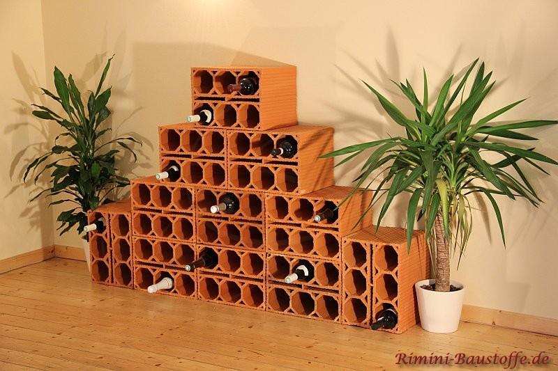 Pyramide aus rechteckigen Weinlagersteine für sechs Flaschen