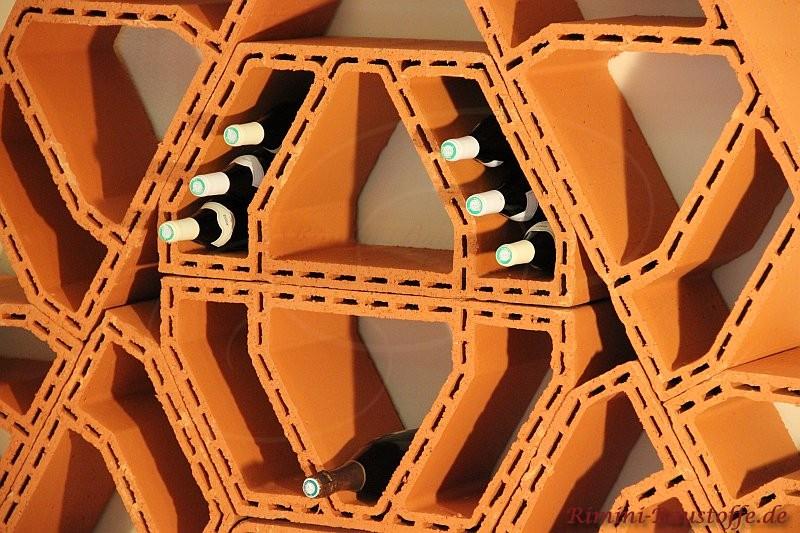 Nahaufnahme eines ganz besonders innovativen Weinlagersteins aus Ton