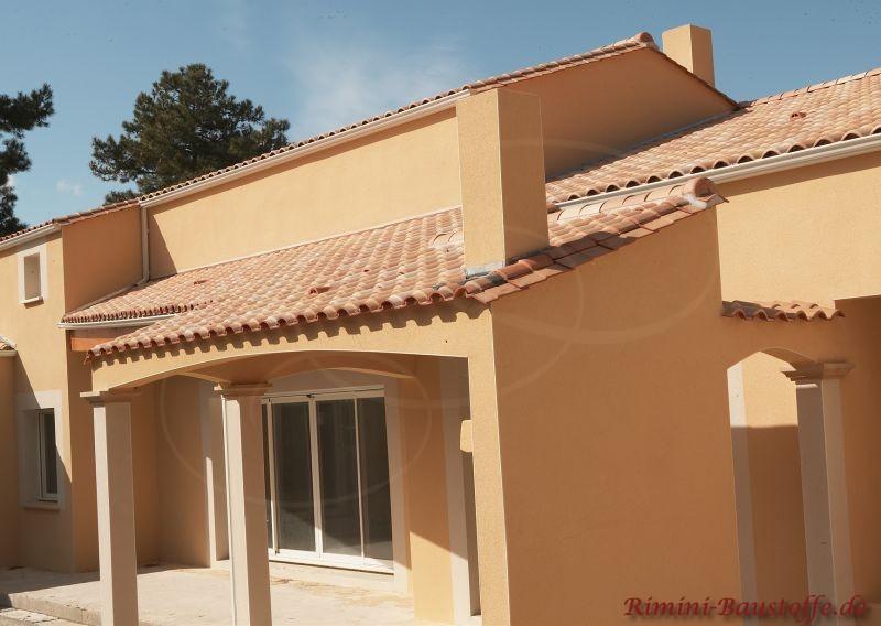 Seitenansicht eines Einfamilienhauses im mediterranem Stil aus Frankreich