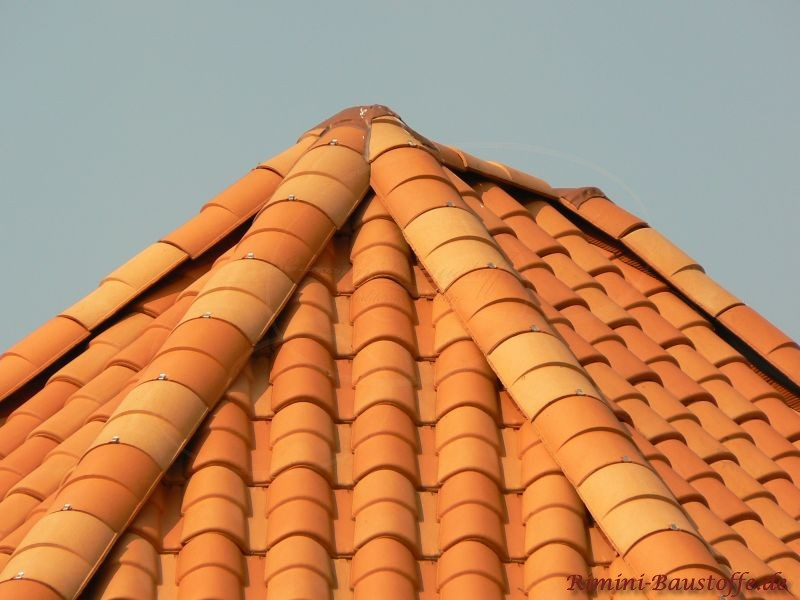 Turmdach mit Dachziegeln