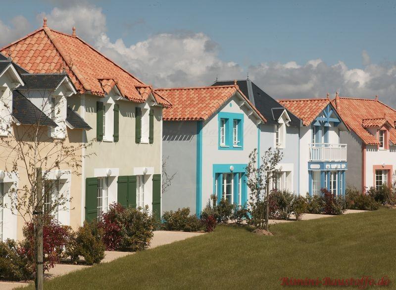 Bunte Ferienhäuser mit mediterranem Flair