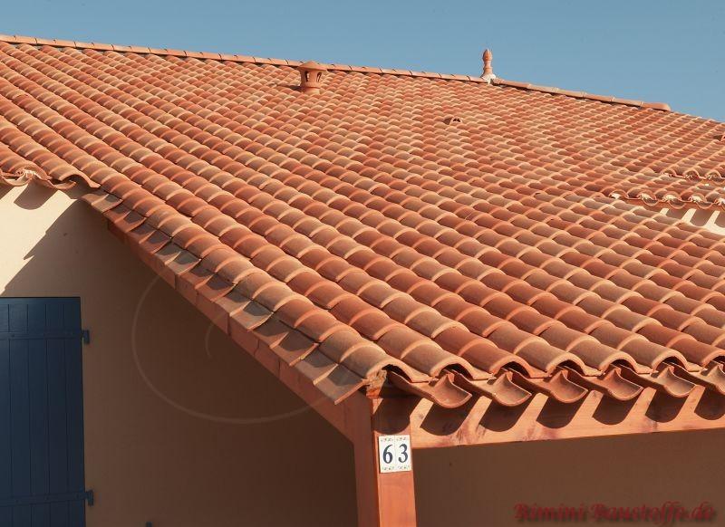 Ortgangziegel bei mediterranen Dachziegeln