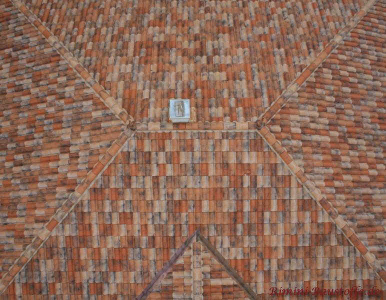 draufsicht auf einer walmdach mit der farbe vieilli castel
