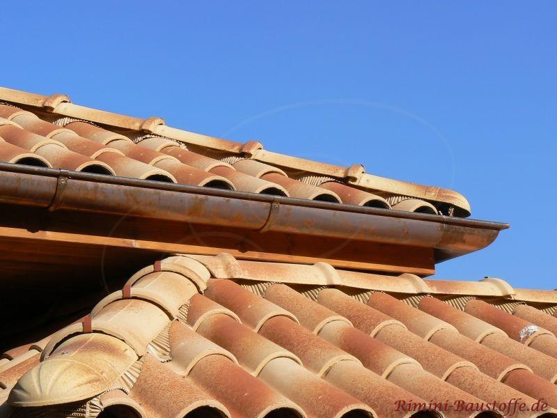 Ausschnitte von einem wunderschönen Dach aus dem Süden