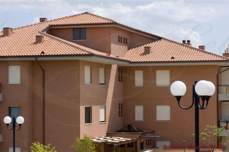 Riesiges Mehrfamilienhaus in Italien