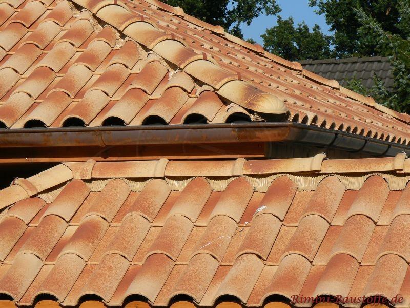 Zwei kleine Dächer in hellen Farben aus Italien