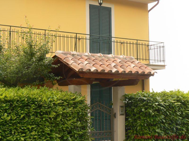 Minidach mit bunten Dachziegeln