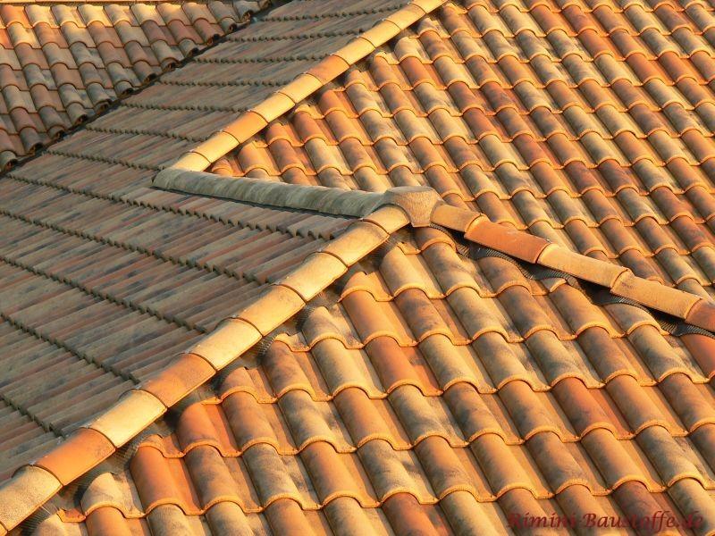 Dachlandschaft  in verschiedenen Farben bei Toscanasonne
