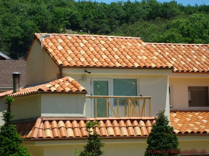 Languedocienne farbe flamme languedoc und rouge bilder for Modernes haus mit rotem dach
