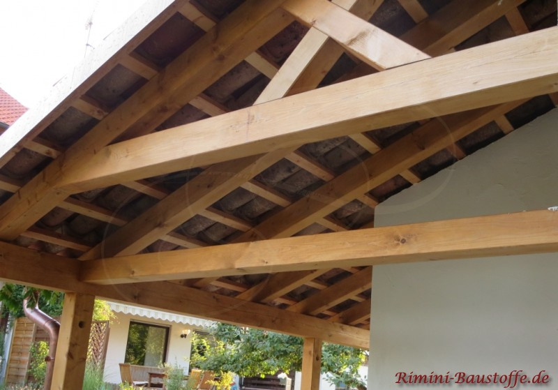 hier sehr schön zu sehen die Halbschalen auf einem Dach mit offener Schalung