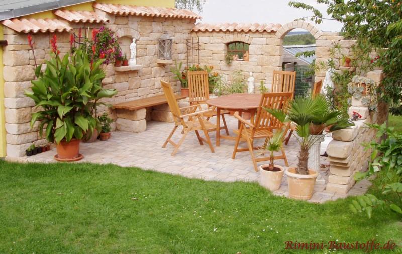 mediterrane Sitzecke mit Betonmauersteinen